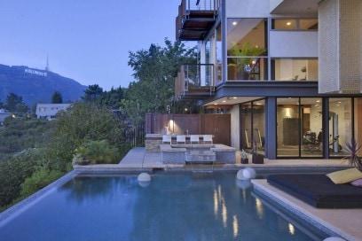 L'infinity pool della villa a Beverly Hills