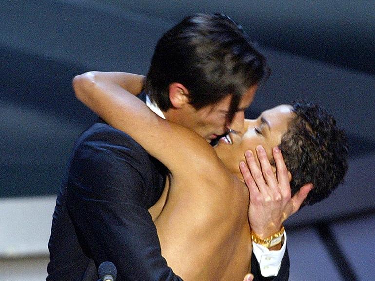 Actor Adrien Brody kisses presenter Actr