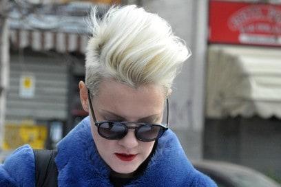 capelli-street-style-milano-ciuffo-biondo-platino