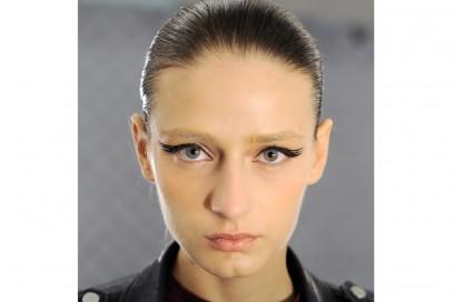 eyeliner-tendenze-primavera-estate-2016-Carmen-Marc-Valvo