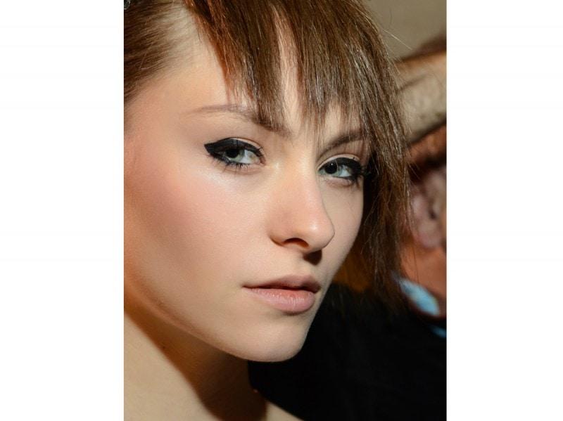 eyeliner-tendenze-primavera-estate-2016-Luis-Buchinho