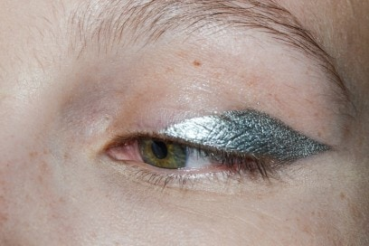 eyeliner-tendenze-primavera-estate-2016-Lutz-Huelle-1