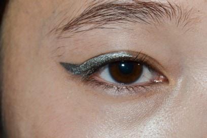 eyeliner-tendenze-primavera-estate-2016-Lutz-Huelle