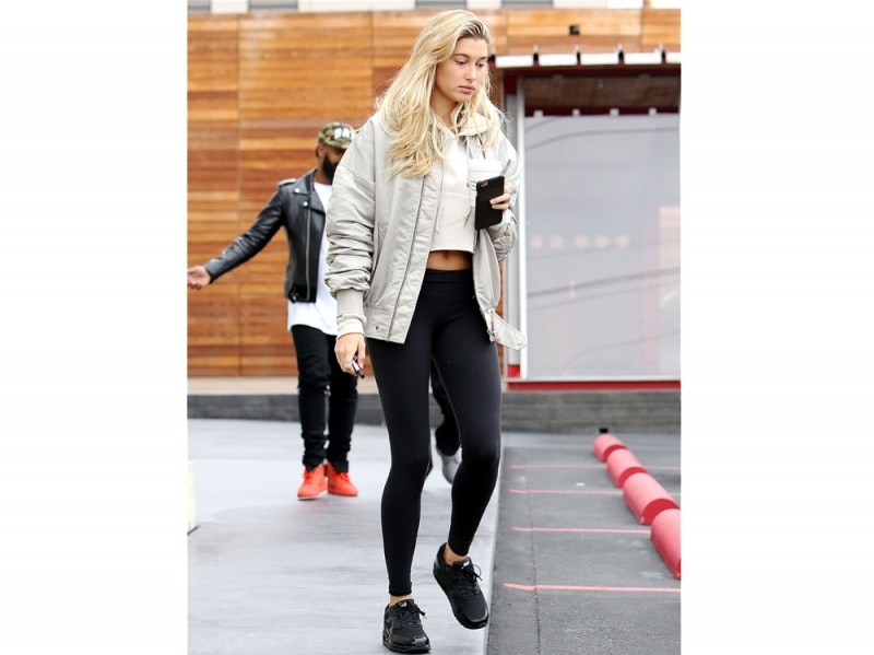 hailey-baldwin-leggings-olycom