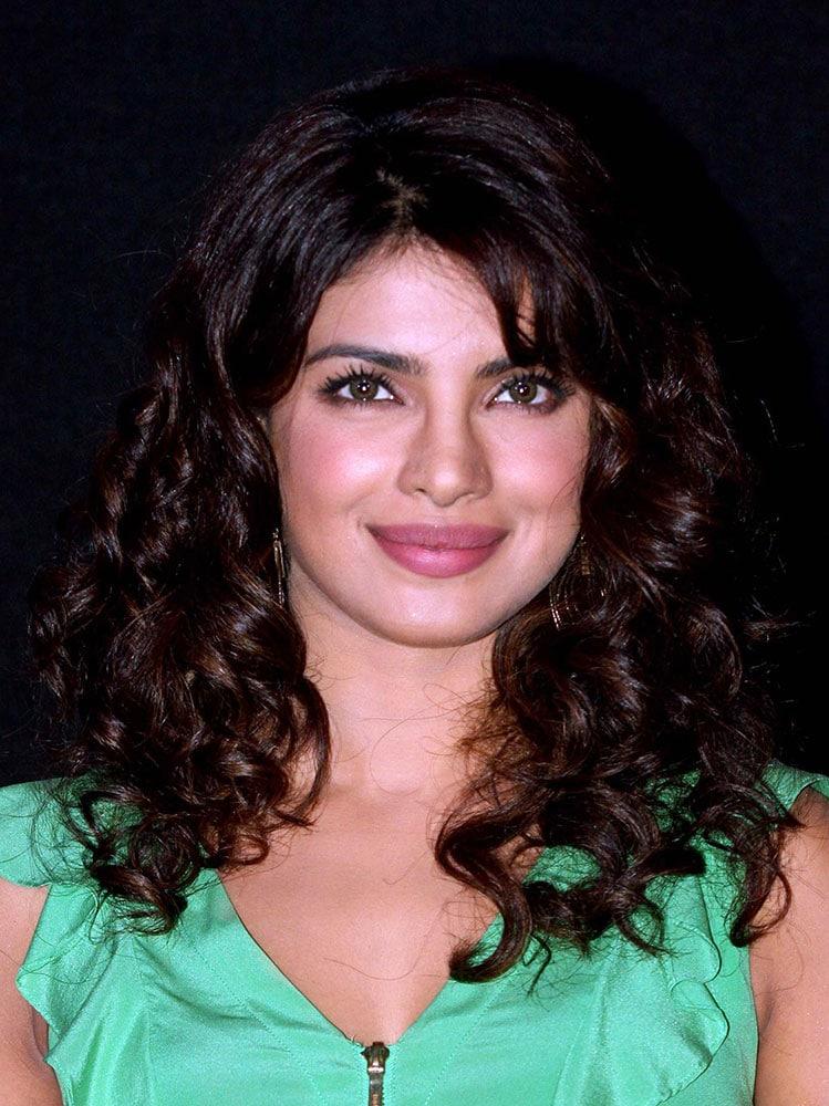 priyanka-chopra-beauty-look-01