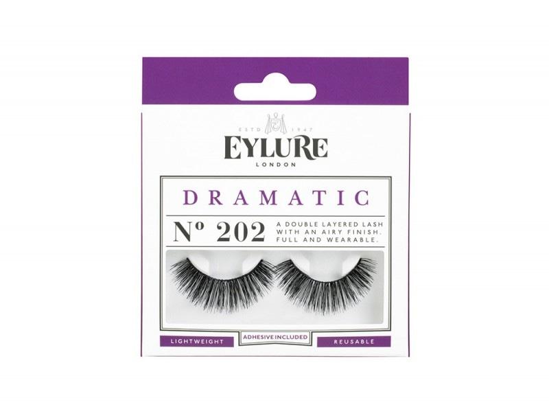 zendaya-make-up-eylure-dramatic-202