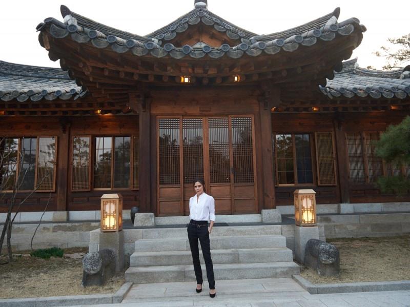 A5_Victoria-Beckham-at-the-Korea-Furniture-Mueseum-Seoul