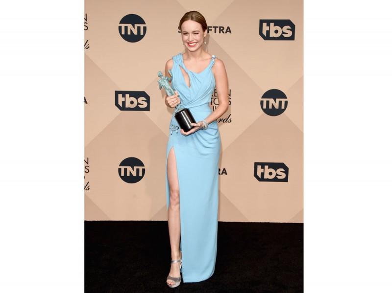 Brie Larson in Versace sag awards 2016