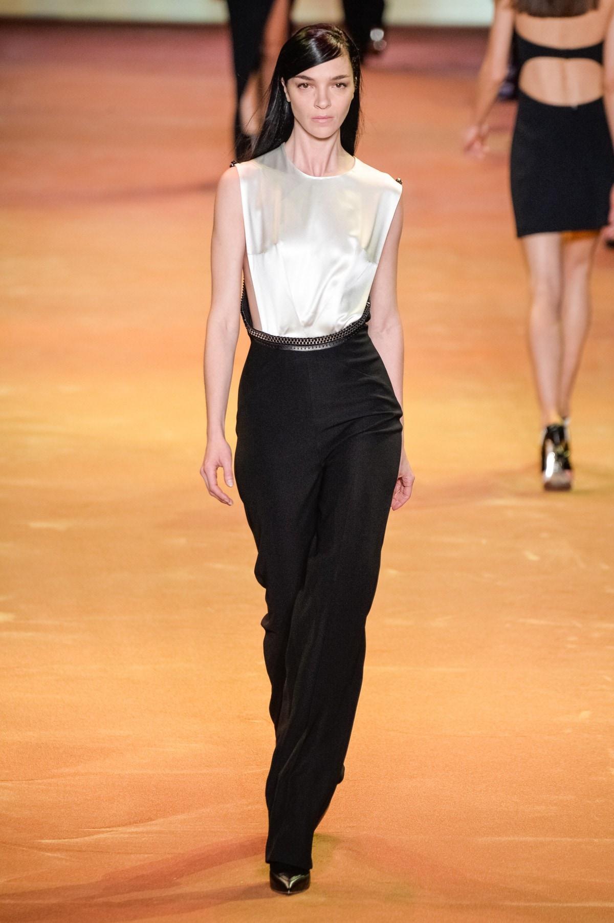 Mugler : Runway – Paris Fashion Week Womenswear Fall/Winter 2016/2017