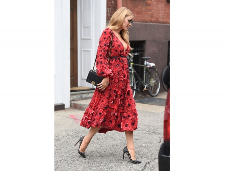 blake-lively-pumps-con-borchie