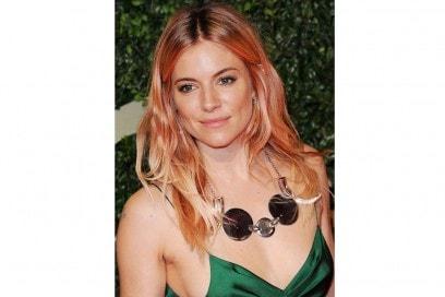 capelli-rose-gold-hair-sienna-miller