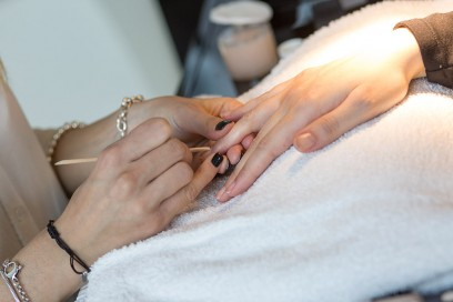 dior-polka-dots-manicure-step-1