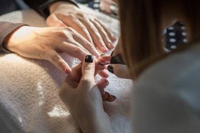 dior-polka-dots-manicure-step-3