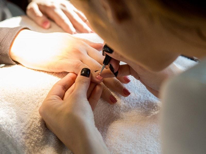 dior-polka-dots-manicure-step-4