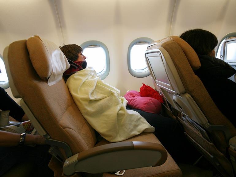 donna aereo coperta