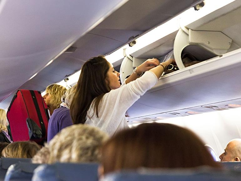 donna bagaglio aereo