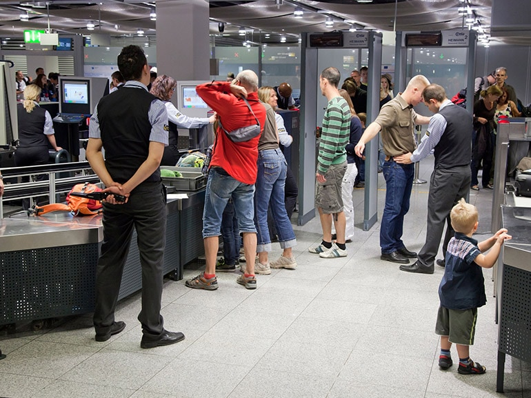 metal detector aeroporto