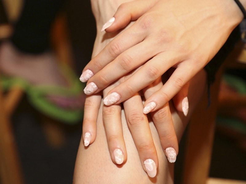 negative space manicure pe16 erin fetherstone getty