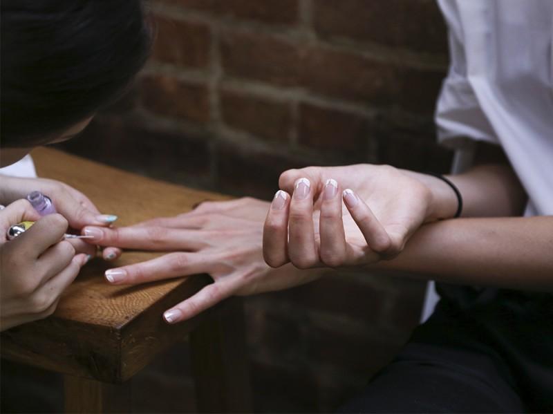 negative space manicure pe16 getty 2