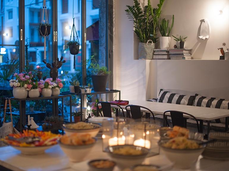 tavolo fiori buffet