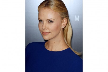 Charlize-Theron-capelli-pony-tail
