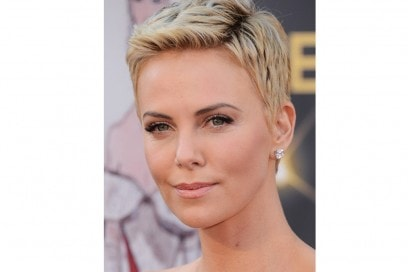 Charlize-Theron-capelli-short-hair