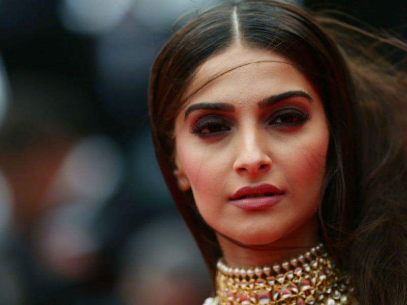 sonam-kapoor-make-up