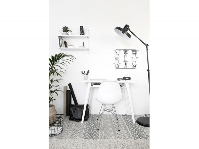 1. postazione-lavoro-da-casa-sedia-scandinava-tavolo-bianco copia