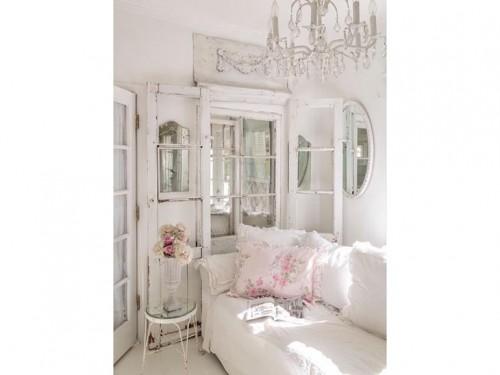 3-stile-shabby-chic-divano-bianco-vetrina-vintage - Foto - Grazia.it
