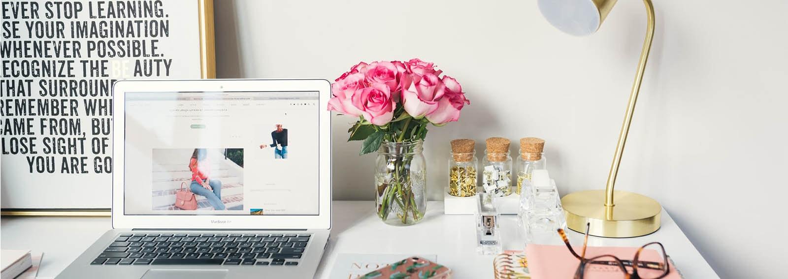 Come organizzare la perfetta postazione lavoro a casa cover desktop