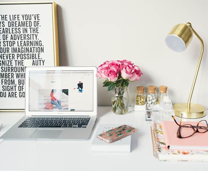 Come organizzare la perfetta postazione lavoro a casa cover mobile