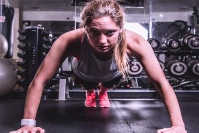 Plank-esercizi-per-addominali-forti-e-perfetti-pancia-piatta-allenamento-sport
