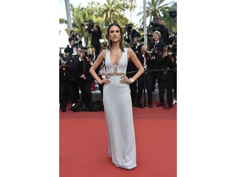 alessandra-ambrosio-cannes-red-carpet-olycom