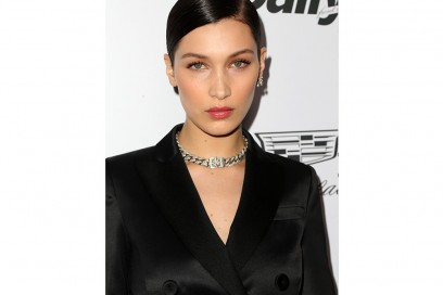 bella-hadid-beauty-riga-laterale