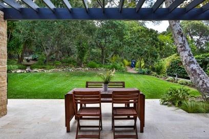 casa miley cyrus tavolo patio