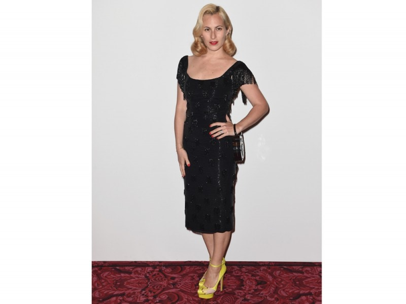 charlotte olympia abito nero scarpe gialle GettyImages