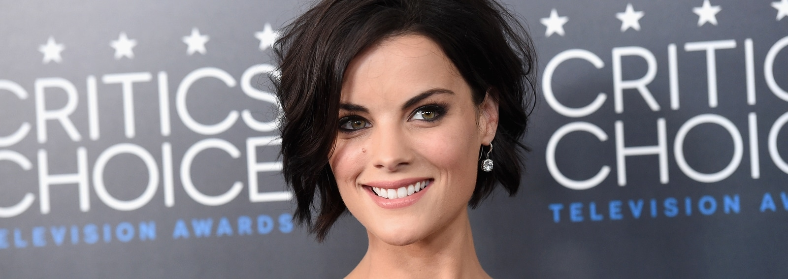 cover-jaimie-alexander-beauty-look-desktop