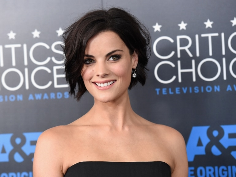 cover-jaimie-alexander-beauty-look-mobile