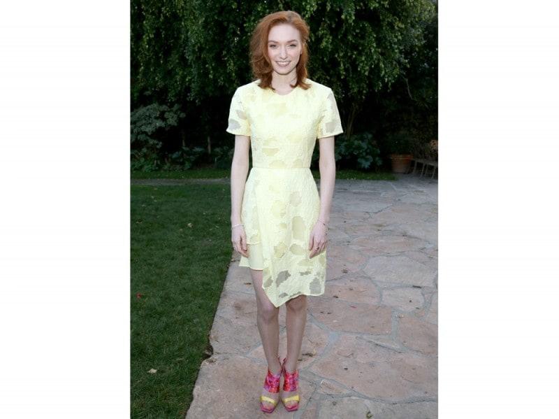 eleanor-tomlinson-abito-giallo