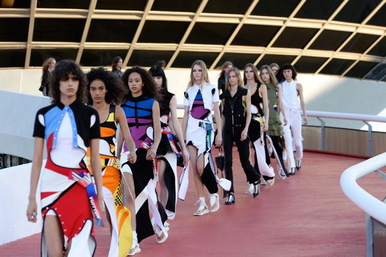 Louis Vuitton: la sfilata Cruise 2017 a Rio de Janeiro