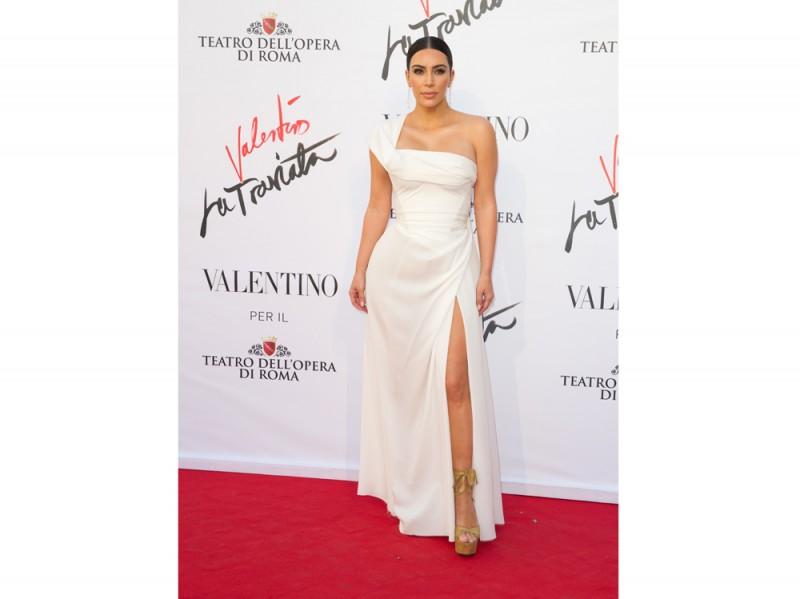 kim-kardashian-valentino-la-traviata-olycom