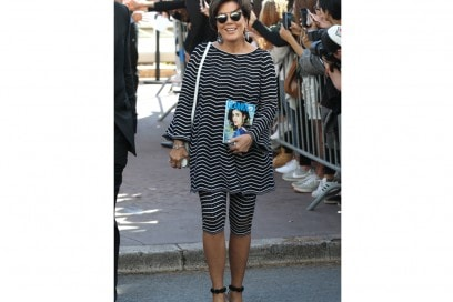 kris-jenner-look-a-righe-cannes-olycom