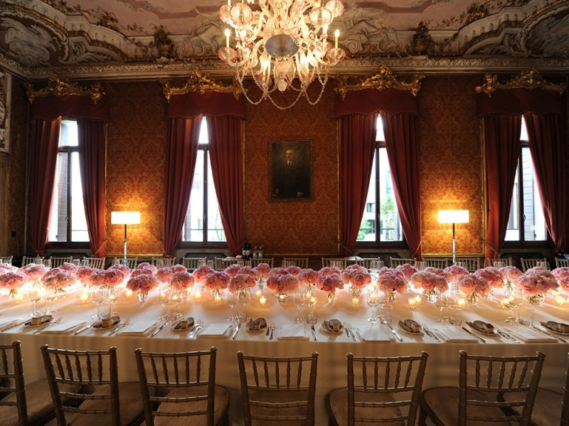 mytheresa-Table-Setting-at-the-Red-Dining-Room