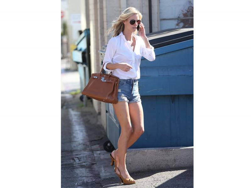 nichy-hilton-shorts-camicia
