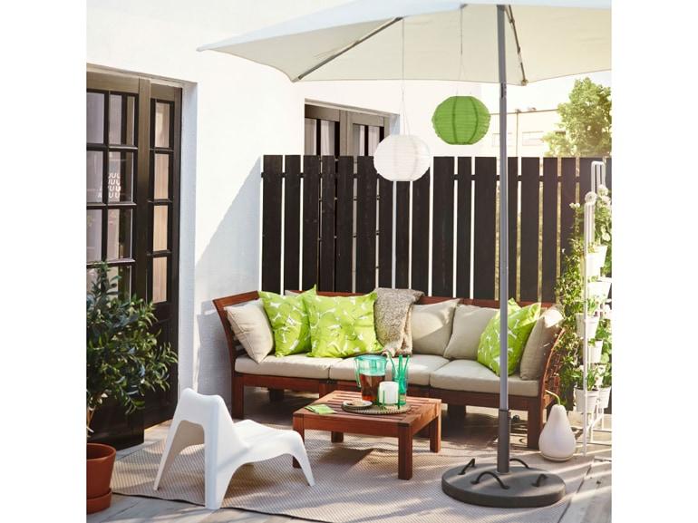 Ikea 20 ispirazioni per arredare il terrazzo for Ikea ombrelloni terrazzo