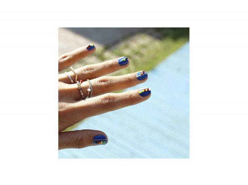 10-nail-art-da-provare-ora-pe2016-Nail_Unistella_Braceletnails