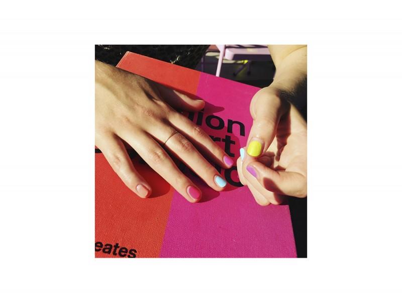 10-nail-art-da-provare-ora-pe2016-WahNails_ColorPop_NegativeSpace