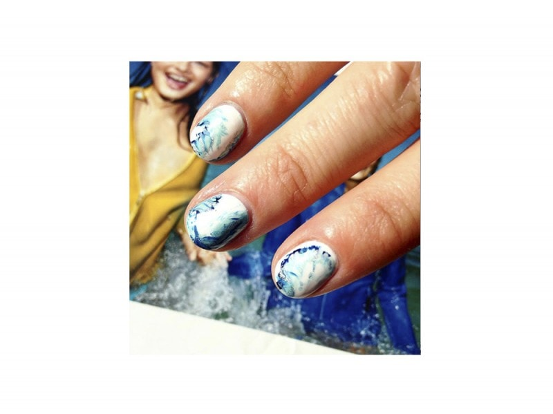 10-nail-art-da-provare-ora-pe2016-WahNails_PoolsideNails