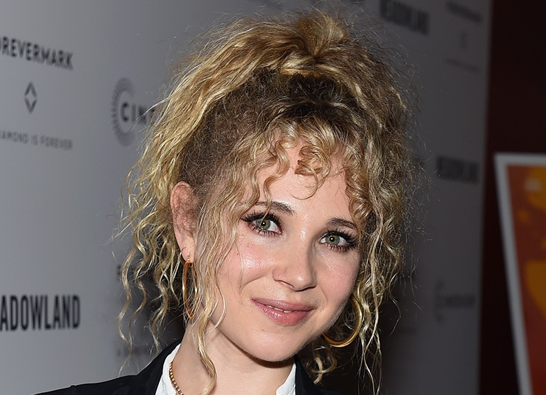 Juno_Temple_Beauty_Look_Cover_Mobile