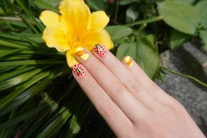 banana-galore-nail-art